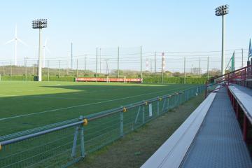 練習の中止が決まり、静けさに包まれたクラブハウスグラウンド=6日午後、鹿嶋市粟生