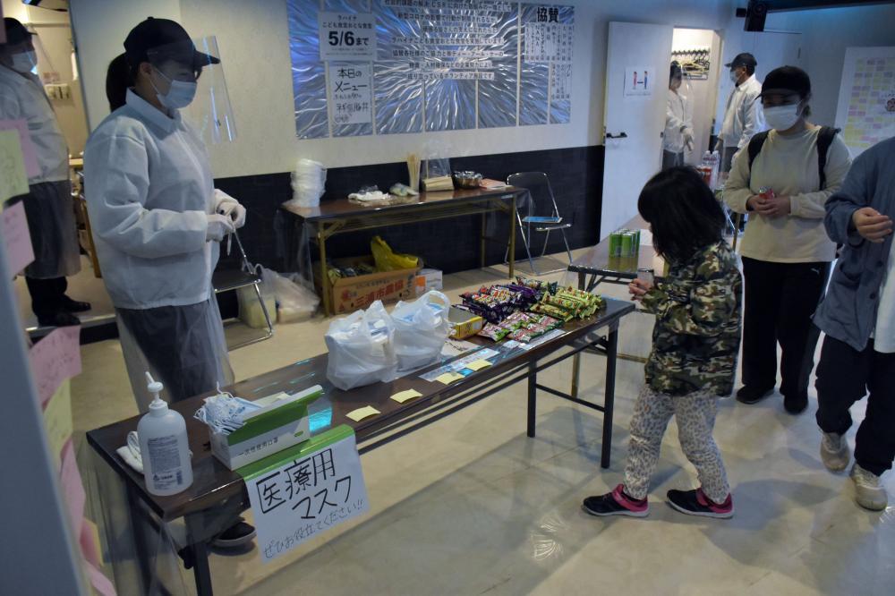 温かい食事とマスクを無料提供している「ラハイナこども食堂おとな食堂」=4月27日午後、水戸市備前町