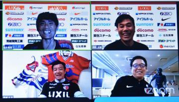 「鹿ライブ」に出演した(右下から時計回りで)里内猛元コーチ、OBの黒崎久志さん、名良橋晃さん、司会の河村太朗アナウンサー