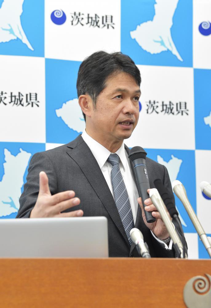 新型コロナウイルス対策の追加緩和について会見する大井川和彦知事=22日午後、県庁