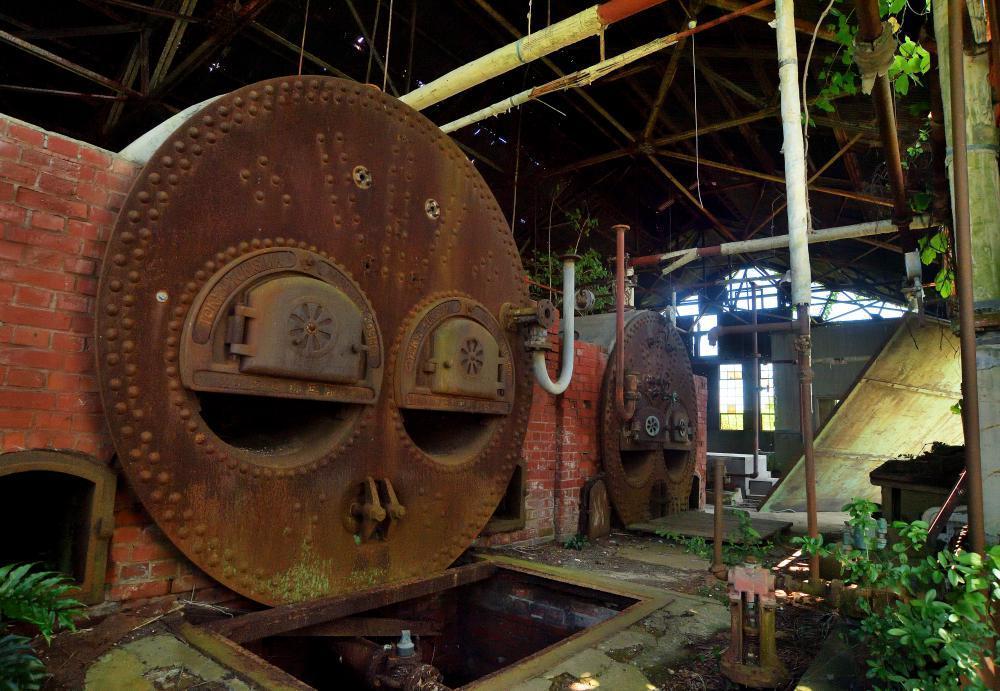 巨大な石炭ボイラーが残る鹿島海軍航空隊跡地=美浦村大山
