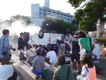 県庁北通りで行われたドラマ「TWO WEEKS」の撮影風景=水戸市笠原町