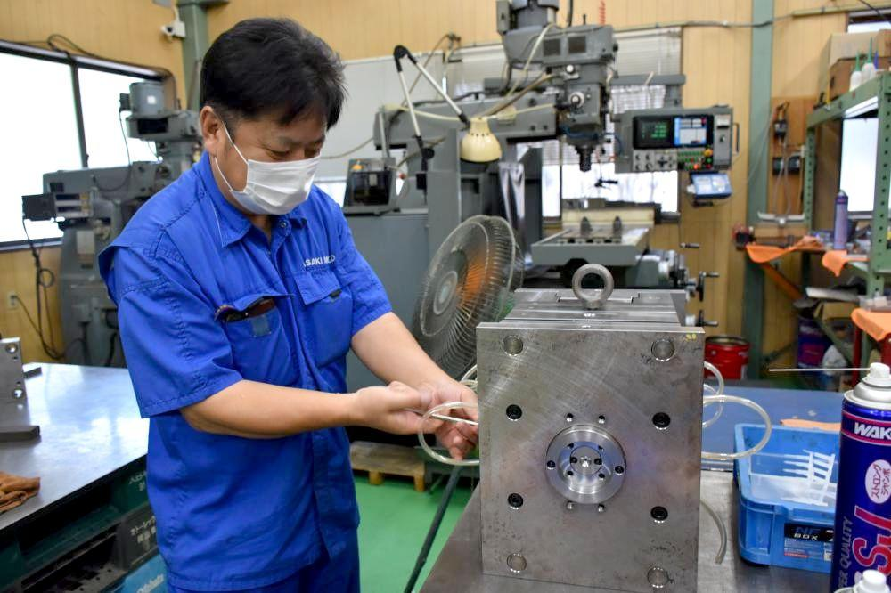 PCR検査に使われる器具を製造するプラスチック製品製造業「ササキモールド」