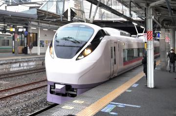常磐線特急列車を活用した物流サービスに取り組む=水戸駅
