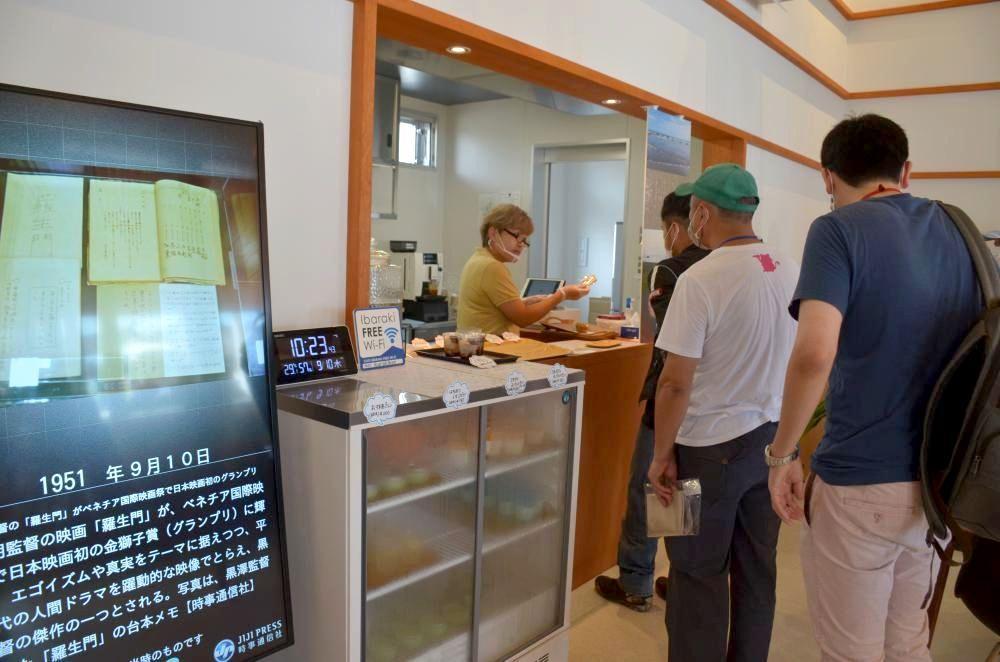 大洗町観光情報交流センターで営業するチャレンジショップ「うみカフェ」=同町桜道