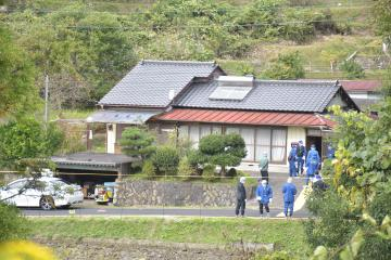 親子2人が切り付けられ父親が死亡した事件のあった現場の住宅=常陸太田市町屋町
