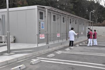 さくらがわ地域医療センターに新たに設置された発熱外来棟=桜川市高森