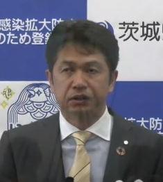 記者会見する大井川和彦知事=県庁