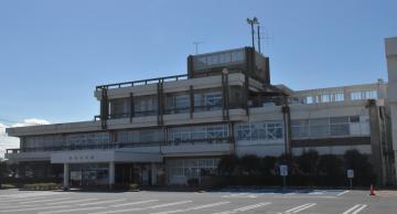 鹿嶋市役所=同市平井