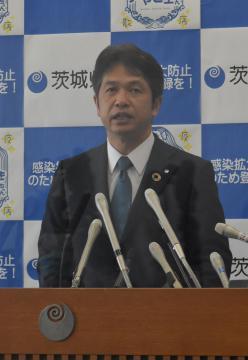 県独自の緊急事態宣言解除を発表する大井川和彦知事=県庁