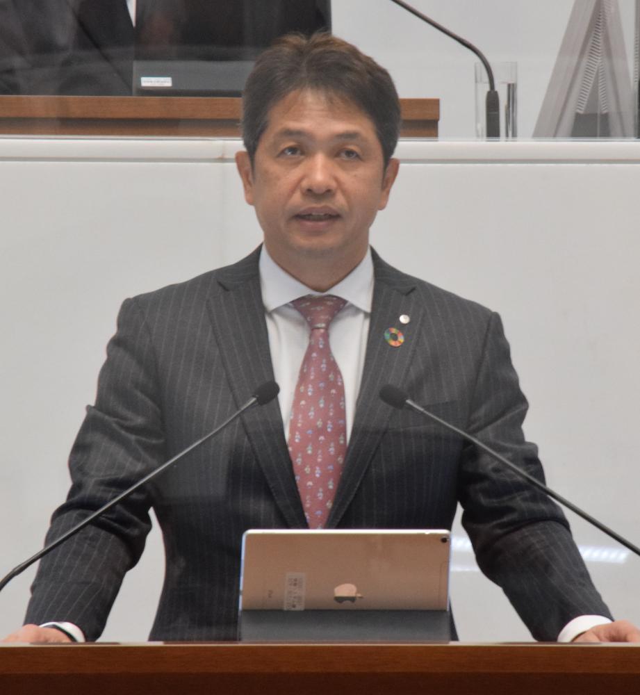 県議会第1回定例会で所信表明する大井川和彦知事=県議会本会議場