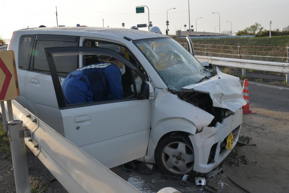 軽乗用車と大型トラックが正面衝突、軽の男女2人死亡 取手の画像