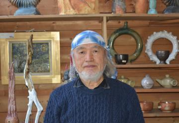 取手市 陶芸家 丸山敏郎さん(80) 運良く作品被害数個の画像