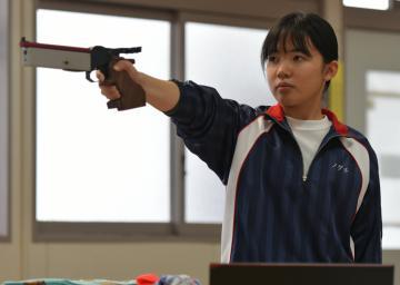 ライフル射撃・女子ビームピストル ノグチ(取手一)「力出す」の画像