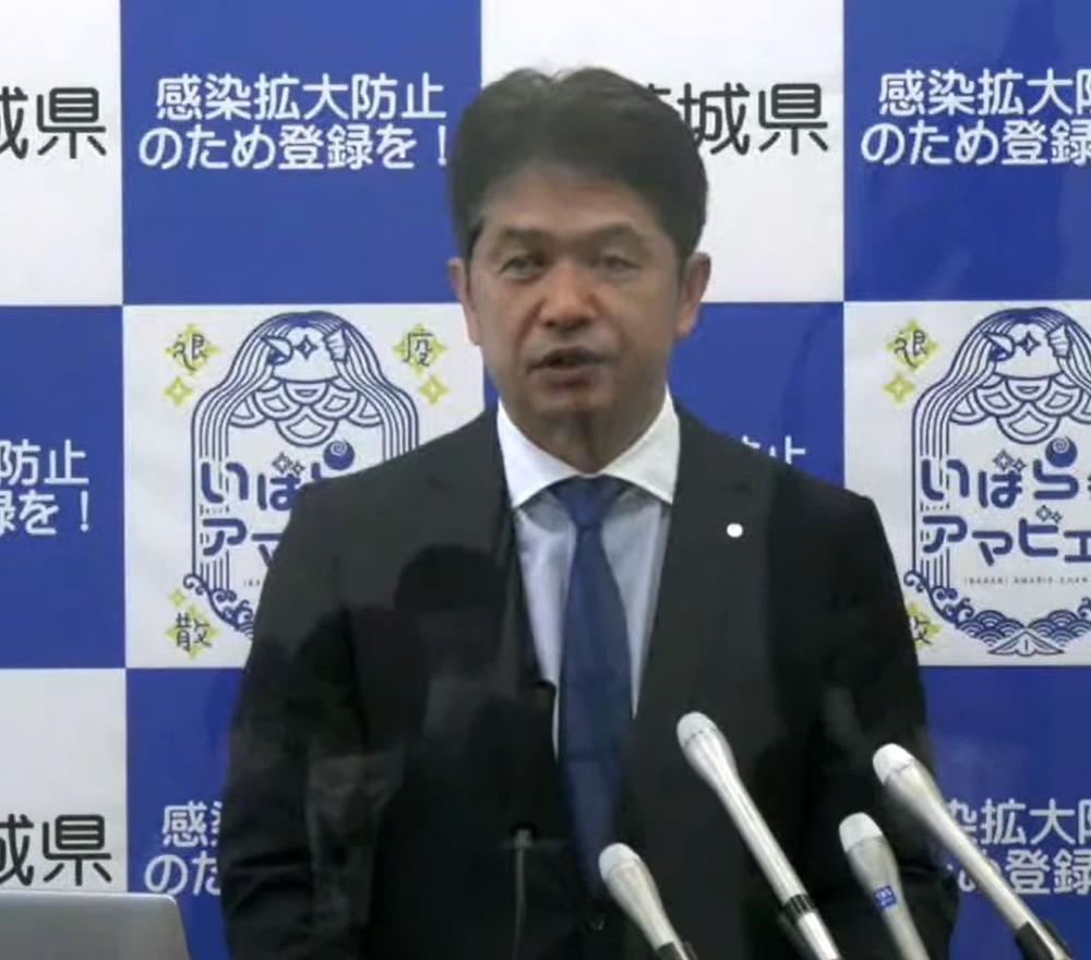会見する大井川和彦知事=茨城県庁