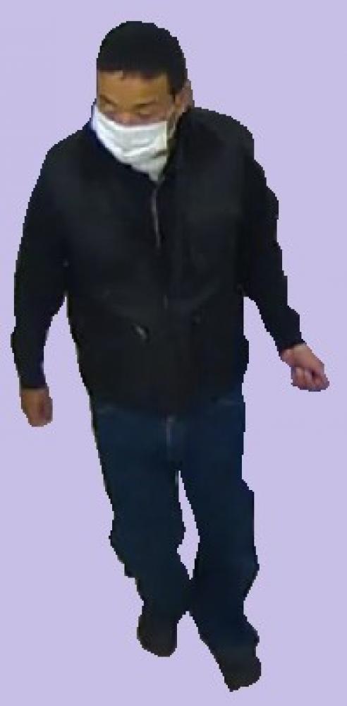 公開手配された永山誠容疑者。犯行直後に立ち寄ったコンビニエンスストアの防犯カメラ映像から(県警提供)