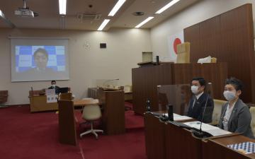 取手市と議会、字幕表示検証へ オンライン会議見据え企業と協定の画像