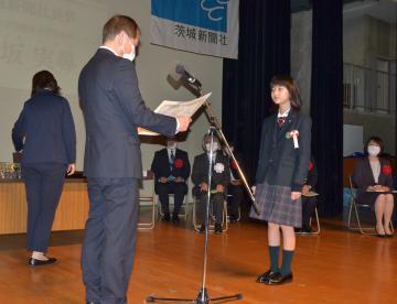 第48回茨城新聞小学生読書感想文コンクールの表彰式(昨年)