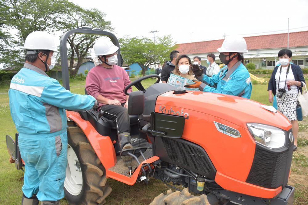 就農増へ農機シェア つくばみらい市とクボタ、全国初 スマホで予約、「格安」の画像