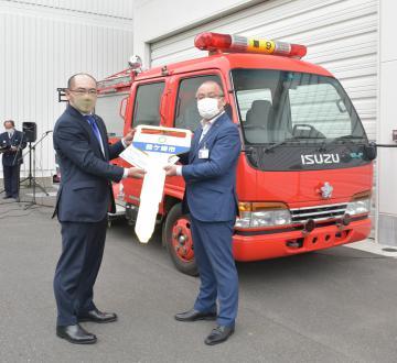 フィリピン寄贈へ 竜ケ崎ロータリークラブに市の消防車を譲渡の画像