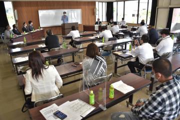 外国人の技能実習生などの受け入れについての説明会=常陸太田市中城町