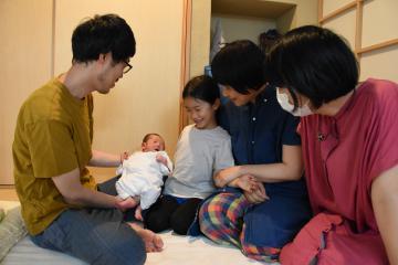つくば・金森さん夫妻 自分らしく自宅出産 「家族とお産楽しみたい」の画像
