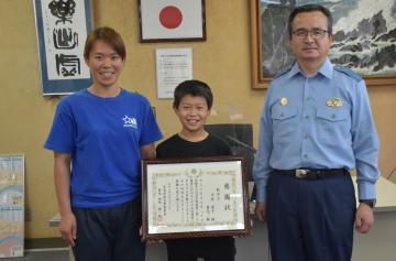 高齢の女性を保護 平井親子に感謝状 取手署の画像