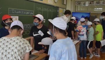 茨城・取手の山王小 英語だけで授業 特色ある学習公開の画像