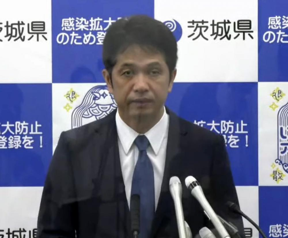 会見する大井川和彦知事