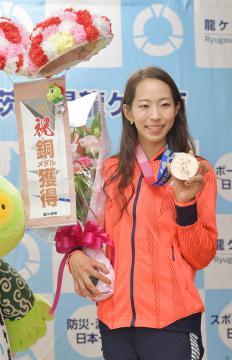 「夢かなえる指導者に」Sクライミング五輪銅メダル・野口さん市長表敬 茨城・龍ケ崎の画像