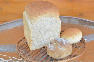 全粒粉山食 「パンと菓子 ロバのみみ」(茨城県取手市)の画像