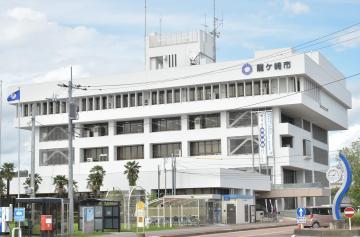 茨城・龍ケ崎市議会総務委 補正専決不承認 新設ポスト巡りの画像