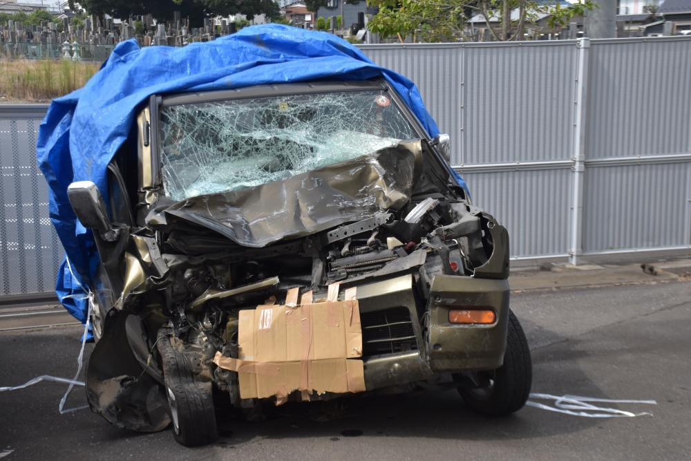 事故にあった軽乗用車=土浦警察署