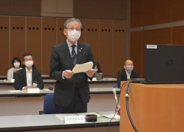 オンラインで東京電力に丁寧な説明の継続を求める小野寺俊副知事=県庁