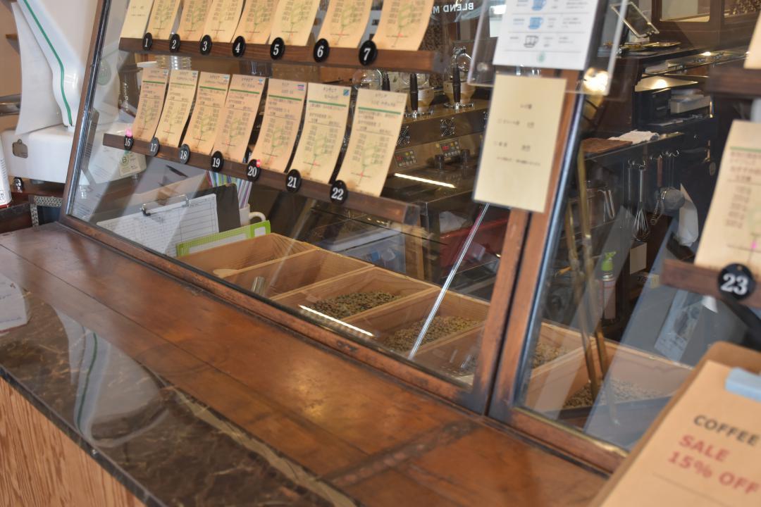 コーヒー専門店「BLEND MARKET」で販売されている生豆。今後は値上げが想定される=水戸市河和田町