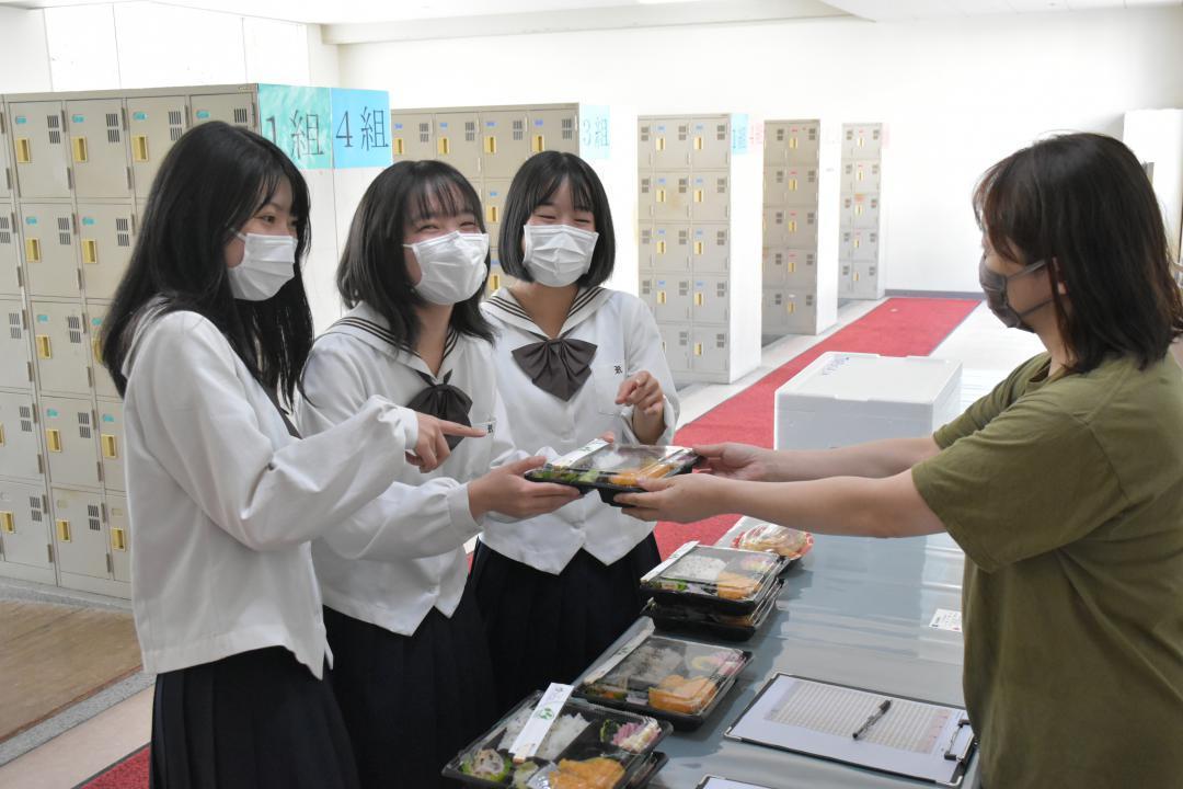 茨城・竜ケ崎二高 購買廃止で弁当〝出前〟 アプリで注文の画像